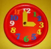 ساعة من الأطباق الورقيه